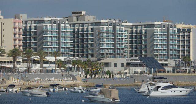 facciata esterna del Sea Shells Hotel di Malta con Master Italy